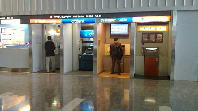How to withdraw cash in Japan