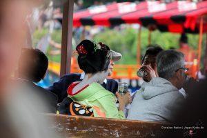jardín de cerveza con una maiko